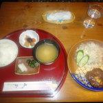 茶房 あゆみ - 日替わり定食(煮込みハンバーグ) 850円