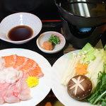 鮨幸 - 海鮮シャブ鍋(1800円) その日お薦めの新鮮な魚を4種味わえます。