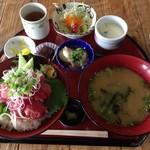 活魚問屋 海寶 - マグロのなか落ち丼(定食