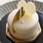 パティスリー ソルシエール - アンジェ。クリームチーズのケーキですが、濃厚というより酸味が爽やかなケーキです。