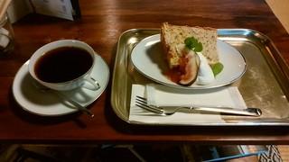 カフェ チョット - オーガニック エクアドル &手作りイチジクジャム添え 紅茶のシフォンケーキ
