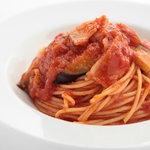 イナズマ カフェ - ナスとベーコンのトマトソーススパゲッティ