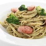 イナズマ カフェ - ソーセージとブロッコリーのトマトソーススパゲッティ
