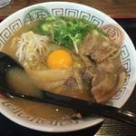 56900290 - 徳島らーめん(肉入)、                       生卵トッピング