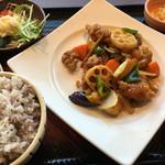 56900927 - 定食の鶏と野菜の黒酢あんかけ