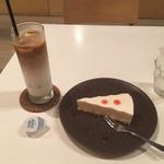 祐天寺カフェ - アイスカフェラテとレアチーズケーキ