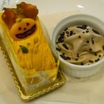 56906302 - カボチャのロールケーキ、モカアイス