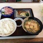 56906618 - お刺身・鯖塩焼き・とん汁・ご飯