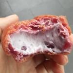 亀屋 - 紫芋シュークリーム(断面)