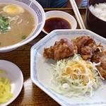 豚太郎 - ミニ唐揚げ定食(味噌ラーメンチョイス)  800円