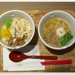 彩茶房 - 鶏肉飯と担仔麺のハーフセット