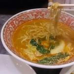 都飯店 枚方田口店 - 四川ラーメンの麺