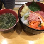 魚力寿司 - 海鮮丼 500円(税抜き)