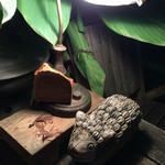 シリンゴル - 羊の木彫りが入口でお迎え♡