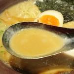 光麺 - スープ…めっちゃクリーミィ
