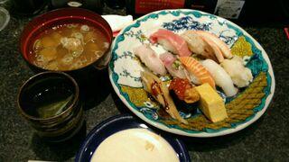 金沢まいもん寿司 本店 - プレミアム特上ランチ「舞紋」です。