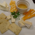 56920273 - チーズの盛り合わせ