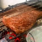 平野屋精肉店 - ステーキも炭火で焼きます