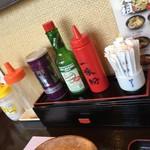 カレーうどん 金富士 - 卓上調味料