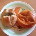 56921933 - ブルーチーズハニーとクリームパン