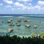 56924033 - 東平安名崎の海、明和の大津波で運ばれた大岩が点在しています