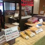 鈴木かまぼこ店 - 市場の内側より