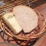 56925964 - ランチセットのパン。