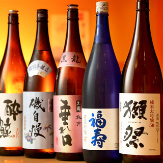 全国から取り寄せたこだわりの地酒、種類豊富にご用意してます!