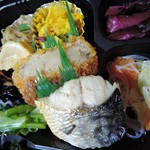 おにぎりのさんかく山 - おにぎり弁当D(500)※お魚メインのお弁当をチョイス