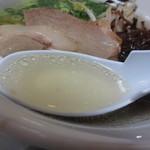 麺屋人生劇場 七転び八起き - 透明感のあるスープ