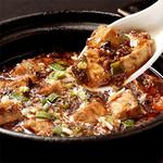 蘭蘭酒家 - 2番人気の「土鍋入り四川麻婆豆腐」アツアツです。