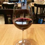 ソッシュ・ザ・マーケットバール - 赤ワイン「マクウィリアムズカベルネソーヴィニヨン」(500円)。