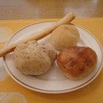 5694135 - 食べ放題のパン