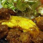 地鶏料理と洋食の店 まっくす - ビフカツの下からオム!