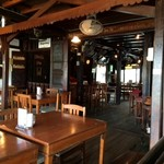 The Riverside Bar & Restaurant - 店内