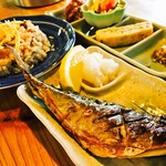 峠の茶屋公園 - 塩サバ・たけのこ飯・日替わり小鉢