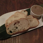 肉酒場 ブラチョーラ - 濃厚白レバーパテ600円
