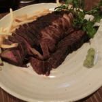 肉酒場 ブラチョーラ - ローストビーフ1800円+900円+150g増し900円=3600円