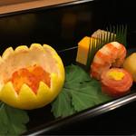 湖月 - 鴨松風や海老の艶煮の中にも仕事を仕込む、柚子釜イクラの黄身おろしの仕事