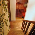 サザンウインドウ - 真っ赤なソファー席