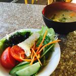 セイルフィッシュ カフェ - 1日目朝食、サラダと豚汁