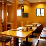 三嶋屋 - 木の温もりのある落ち着いた雰囲気