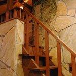 サザンウインドウ - 階段を登るとそこにはロフト席があります