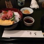 千金 - サービスランチの海鮮丼(900円)