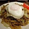 焼きそバー キノコヤ - 料理写真:「デラックスやきそば」700円也。税込。