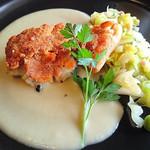 THE GUNJO RESTAURANT - 地魚桜海老クラスト新玉葱クリームソース 魚はスズキ
