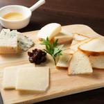HUNDRED - チーズの盛り合わせ