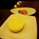 cafe U_U - ケーキとドリンクについてくる焼き菓子。
