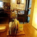 cafe U_U - テーブル。