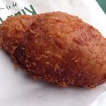 56996621 - 牛肉ゴロゴロカレーパン。